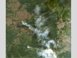 Read more about the article Imagens de satélite mostram fumaça e destruição do incêndio florestal no Norte de SC